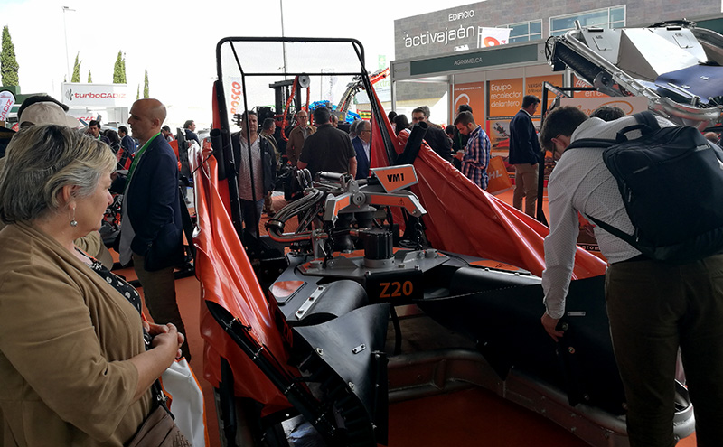 agromelca_collector_equipment_in_expoliva_2017